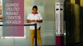 I politici messicani rubano l'identità per soldi